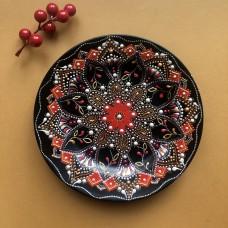 Тарелка с точечной росписью черная