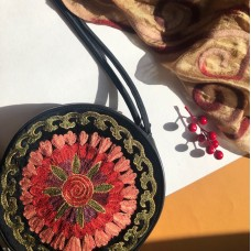 Круглая сумка из натуральной кожи красная