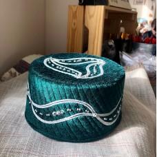 Тюбетейка зеленая с вышивкой и пайетками