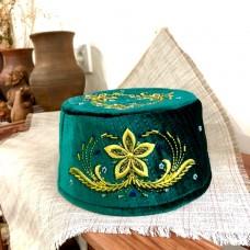Тюбетейка зеленая с вышивкой и бисером